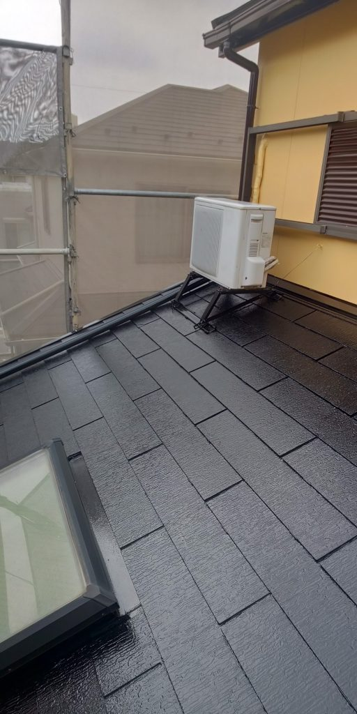 加藤様邸外壁上塗り、下屋根上塗りです。_190710_0032